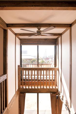 サイエンスホーム【1000万円台、子育て、収納力】吹抜けの高窓は、冬でもエアコン知らずの暖かさを届けてくれる