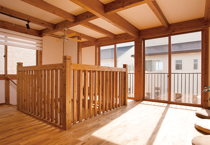 サイエンスホーム【1000万円台、収納力、狭小住宅】7.2畳のフリースペースはセカンドリビングとして、多目的に活用できそう。吹抜けを通して、「ごはんよ~」というママの声も聞こえてくる