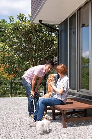 サイエンスホーム【1000万円台、夫婦で暮らす、ペット】ワンちゃん達を安心して遊ばせられるように庭の周りはフェンスで囲んである