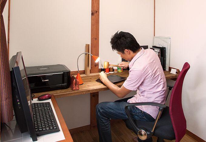 サイエンスホーム【1000万円台、夫婦で暮らす、ペット】ご主人が希望したミニ書斎は、趣味のレザークラフトやパソコンを楽しむ場所