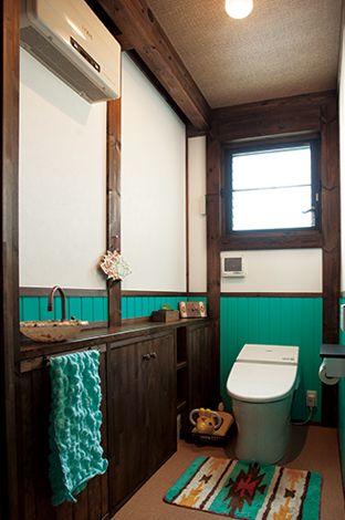 サイエンスホーム【1000万円台、デザイン住宅、ガレージ】トイレの壁は奥さまの大好きなターコイズブルー