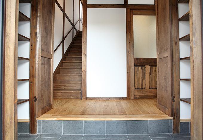 サイエンスホーム【1000万円台、デザイン住宅、二世帯住宅】大容量収納の玄関。子世帯は1階に回らず玄関から直接2階に上がれる