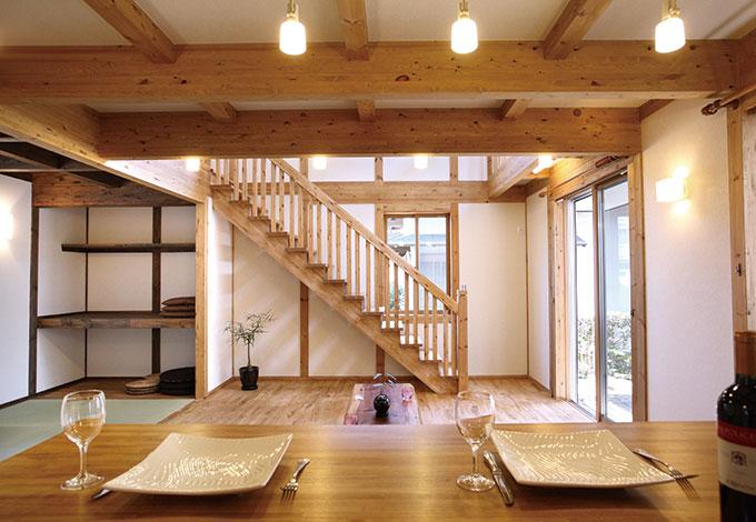 サイエンスホーム【1000万円台、子育て、収納力】キッチンからは吹き抜けを通して2階の気配も感じ取れる