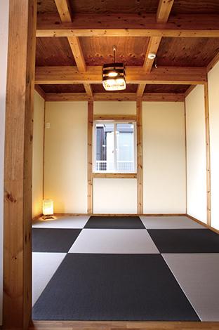 サイエンスホーム【1000万円台、収納力、自然素材】チャコールグレーとパールグレーの畳を千鳥格子風に組み合わせたモダンな和室