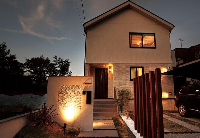サイエンスホーム【デザイン住宅、狭小住宅、省エネ】外と内とのギャップを楽しんでもらうために、外観デザインはなるべくシンプルに