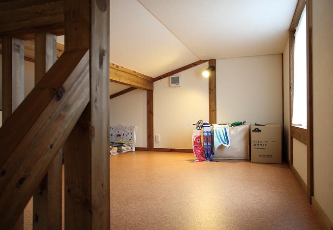 サイエンスホーム【1000万円台、輸入住宅、自然素材】小屋裏は納戸というより子どもたちの隠れ部屋。本棚を設置する予定