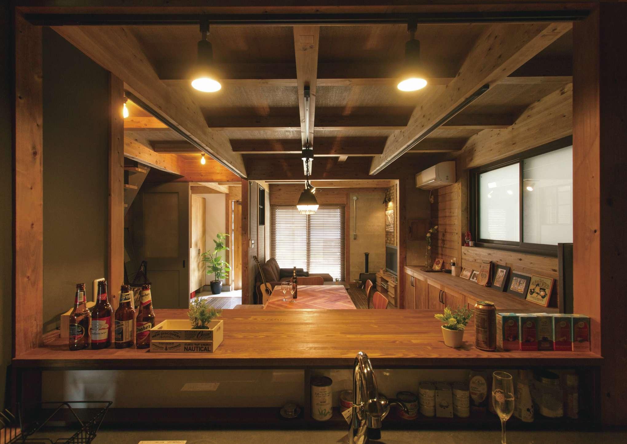 サイエンスホーム【1000万円台、デザイン住宅、間取り】三方向に建物が迫る住宅密集地で、積極的な採光が厳しいため、「夜」に映える空間づくりを目指した
