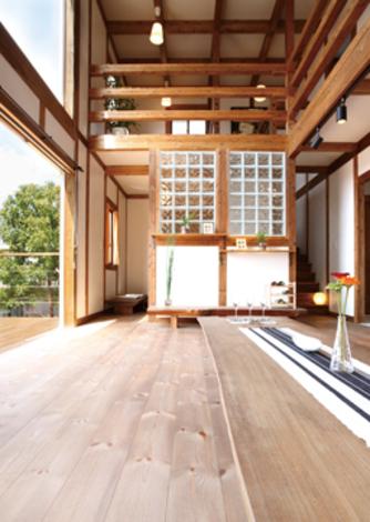 太陽で床暖房する木の家