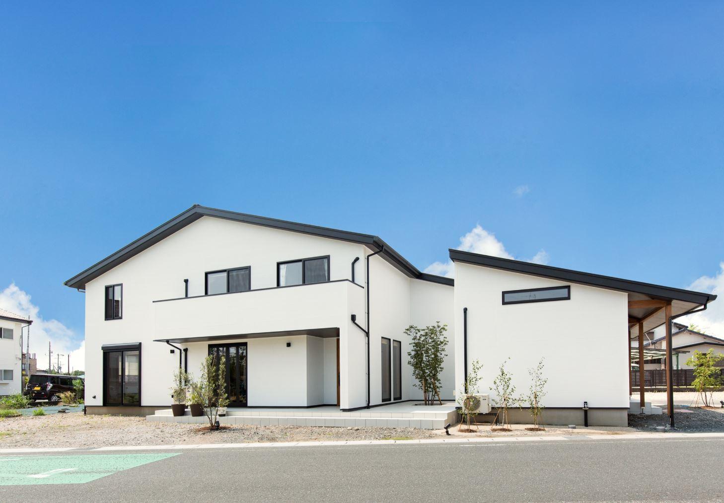 サイエンスホーム【浜松市浜北区西美薗652-2・モデルハウス】白と黒が調和したシンプルな外観