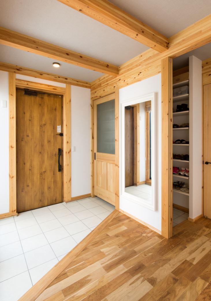 サイエンスホーム【浜松市浜北区西美薗652-2・モデルハウス】来客用と家族用に分かれた玄関