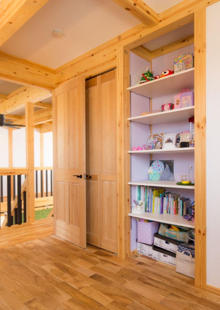 サイエンスホーム【浜松市浜北区西美薗652-2・モデルハウス】お子さん用の可動棚。高さを自在に変えられるので、置くものによって調整できる