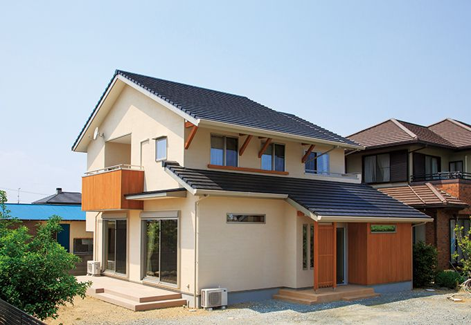 寿建設【収納力、間取り、スキップフロア】永く住んでも飽きのこないシンプルな外観。隣家の母屋とのバランスも考慮してデザインした