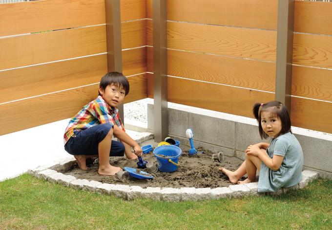 寿建設【デザイン住宅、子育て、自然素材】庭の一角にある砂場は将来的には花壇にもできそう
