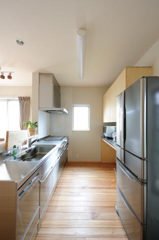 寿建設【デザイン住宅、子育て、自然素材】オールステンレスの大型キッチンは使い勝手も抜群