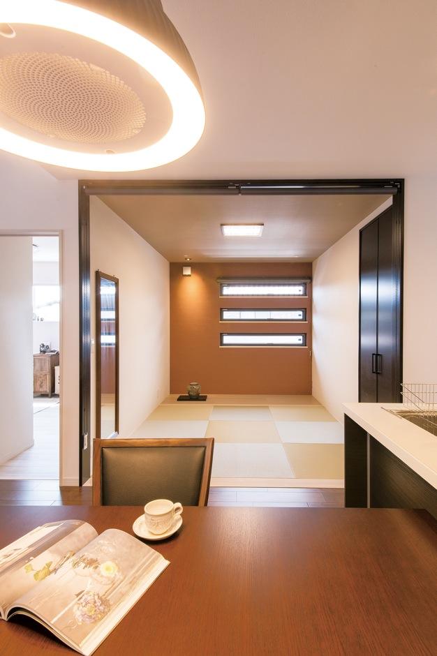 コットンハウス【収納力、省エネ、ペット】ダイニングの隣には和室を設置。ゲストルームとして利用できる