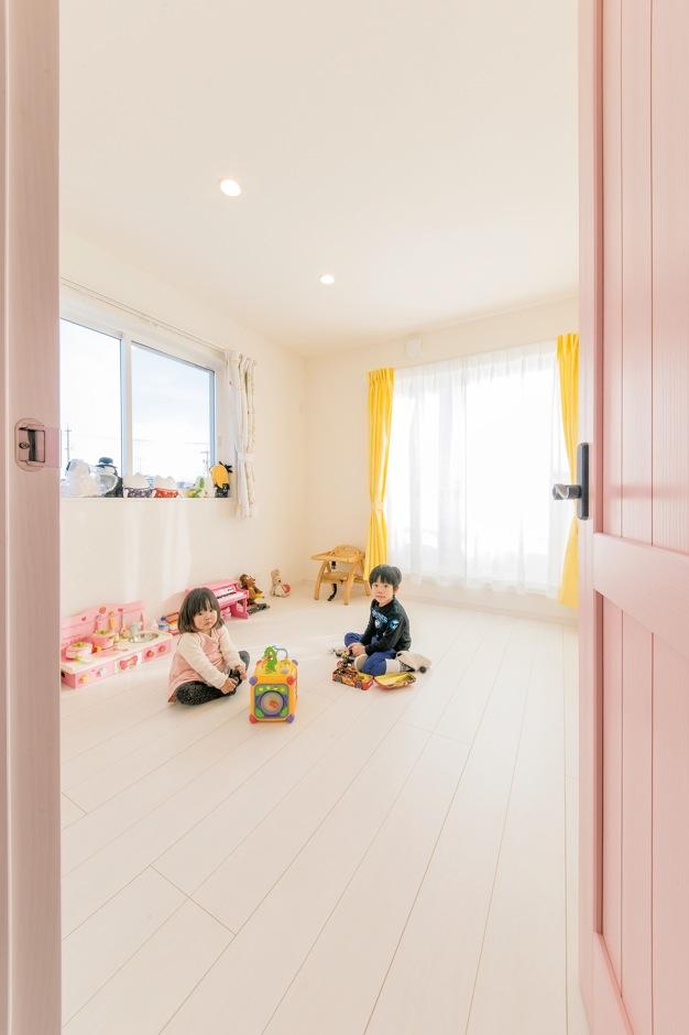 コットンハウス【デザイン住宅、省エネ、インテリア】2階のご長女の子ども室はピンクがテーマカラー