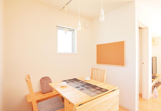 コットンハウス【デザイン住宅、子育て、趣味】ナチュラルテイストにコーディネートしたダイニング
