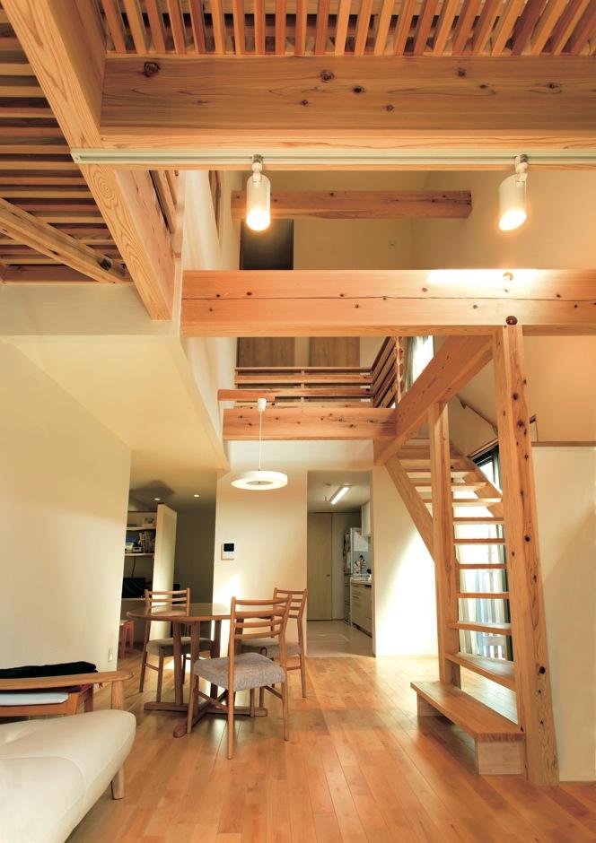 Mulberry House 桑原建設【収納力、省エネ、間取り】最小限の照明で、調光は天気と相談で決める暮らし
