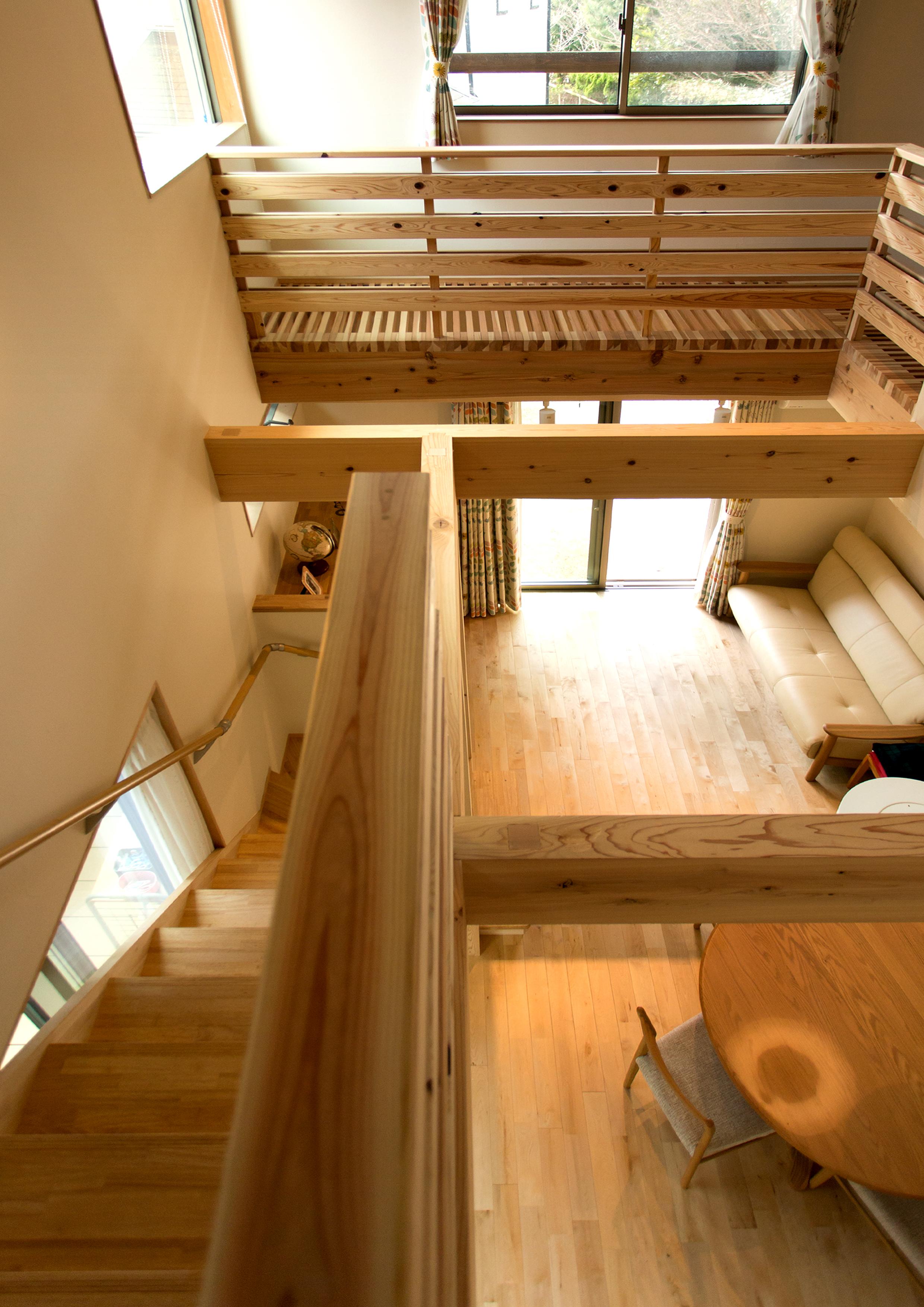 Mulberry House 桑原建設【収納力、省エネ、間取り】2階からの1階を見てみても、光がたくさん抜けているのが分かる
