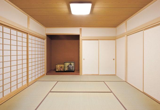 Mulberry House 桑原建設【子育て、収納力、自然素材】床の間の位置、柱と天井のバランスなど、日本建築の伝統美を表現した和室