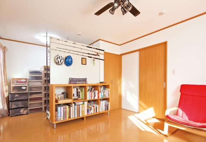 Mulberry House 桑原建設【1000万円台、デザイン住宅、省エネ】2 階洋室。現在はセカンドリビング&クローゼットに使用。将来、親との同居も考慮し仕切り可能な空間に