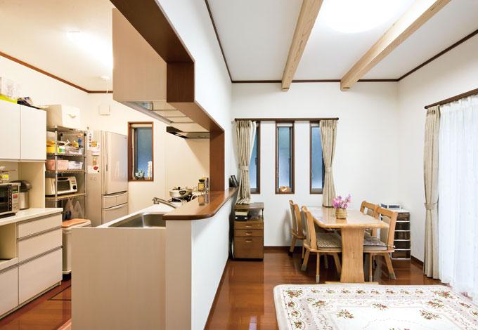 Mulberry House 桑原建設【子育て、二世帯住宅、自然素材】コンパクトな動線で暮らしやすい親世帯のLDK