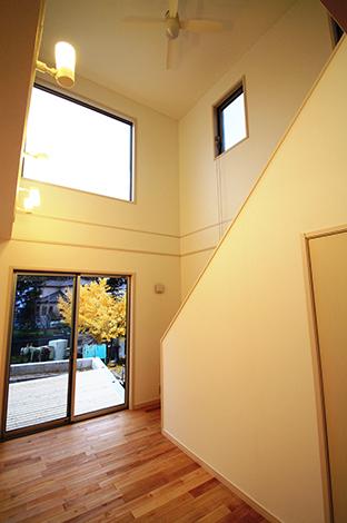 木場建築設計 KIBA-AD【1000万円台、デザイン住宅、収納力】リビングを明るくする開放的な吹き抜け