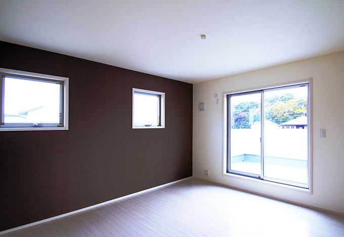 木場建築設計 KIBA-AD【1000万円台、デザイン住宅、収納力】寝室は茶と白を基調としたモダンで落ち着きのある空間