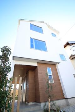 〈絶賛販売中〉クールモダンなLDKがお洒落な3階建て分譲住宅「Lumiere」