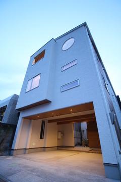 〈絶賛販売中〉ビルトインガレージ&中庭付き 都市型3階建て住宅@葵区銭座町