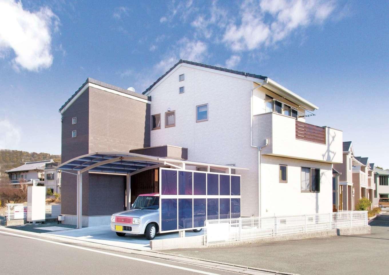かなめ創建【趣味、狭小住宅、インテリア】凹凸のあるデザインで狭小地をフル活用。飛び出した外観部分の1階には浴室、2階には書庫がある