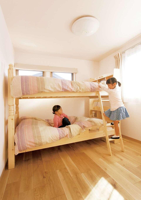 かなめ創建【自然素材、省エネ、間取り】子ども室は2階に2部屋。今はどちらも姉妹の共有スペースに