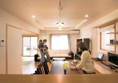 空気が壁体内を循環し夏冬衣替えする自然派住宅