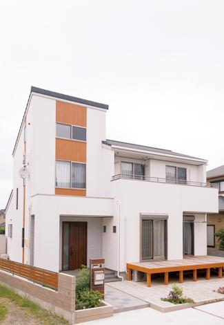 かなめ創建【デザイン住宅、省エネ、間取り】広い小屋裏を設けたことで3階建てのようにも見える独創的な外観