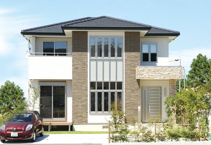 かなめ創建【デザイン住宅、省エネ、間取り】5連の窓やタイルをワンポイントに使うなど、主張し過ぎないデザインが素敵