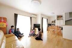 奥さま目線の動線が便利な創エネ二世帯住宅