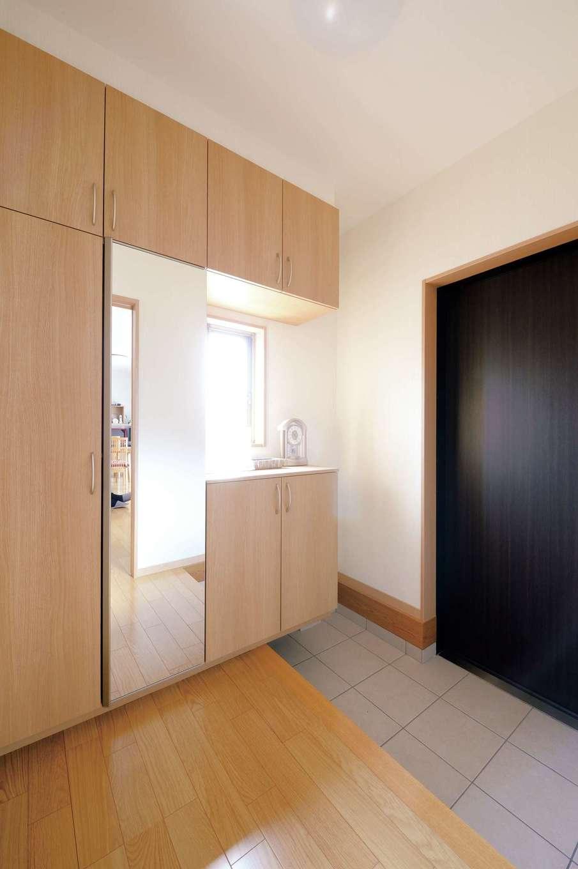 かなめ創建【二世帯住宅、省エネ、間取り】収納たっぷりで使いやすい玄関ホール
