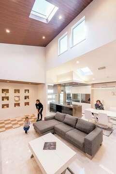 デザインと快適さを両立! シンプル&ダイナミックな家