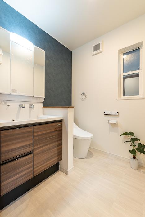 ゆとりあるスペースを確保したトイレ。将来のことを考えたバリアフリー仕様