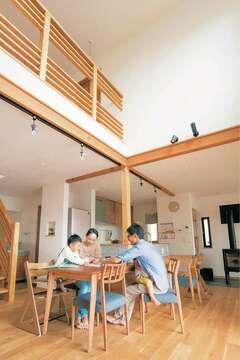 眺望を楽しみながら健康に暮らす100%自然素材の家
