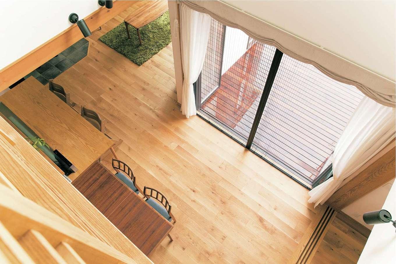 アイジースタイルハウス【デザイン住宅、自然素材、省エネ】これだけ広い吹抜けがあっても、断熱で一年中快適
