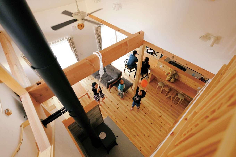 アイジースタイルハウス【デザイン住宅、自然素材、省エネ】薪ストーブ1台で家中が暖まるので、冬でもTシャツで過ごせる