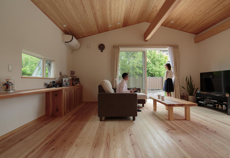 ここちよい暮らしを包み込む自然素材の和モダン住宅