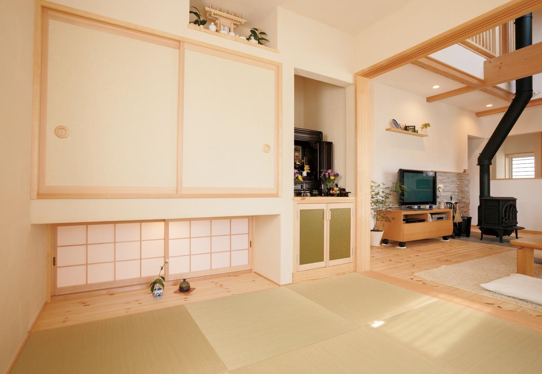 アイジースタイルハウス【デザイン住宅、自然素材、省エネ】和室は吊り押入れ&地窓を採用したことで目線が抜け、4.5畳よりも広く感じられる