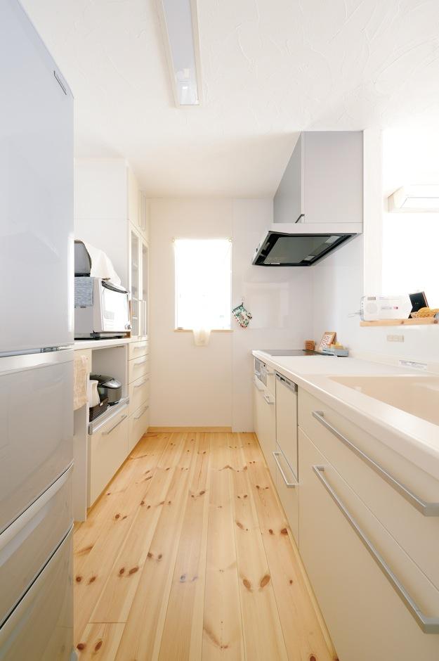 アイジースタイルハウス【収納力、自然素材、間取り】キッチンは使いやすさを重視し、シンプルにまとめた