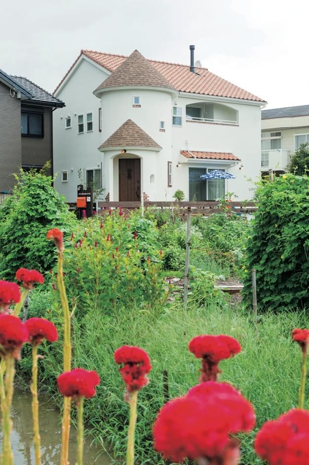アイジースタイルハウス【子育て、輸入住宅、自然素材】静かな郊外に建つKさんの新居。自然に囲まれたのどかな街で、子どもたちの感性も豊かに育まれていきそうだ