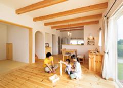 家族の笑顔が自然に増えるオーガニックな大屋根の家