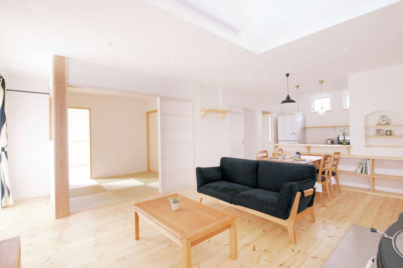アイジースタイルハウス|あたたかさと爽やかさが共存するナチュラルテイストのLDK。無垢の床、漆喰の調湿効果で空気はいつもきれい