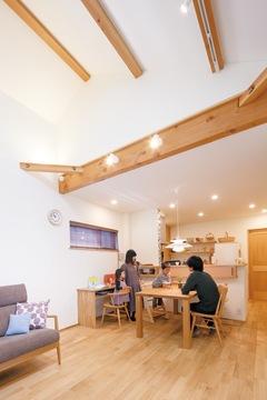 24坪のコンパクト空間を心地よく自分らしく暮らす家