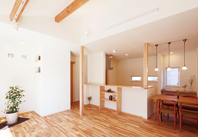 Casa(カーサ)【自然素材、狭小住宅、省エネ】床材は奥さまの希望で『カーサ』モデルハウスで使用のカバを選んだ
